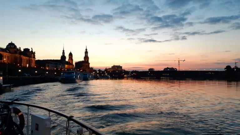 Abfahrt in Dresden am Abend