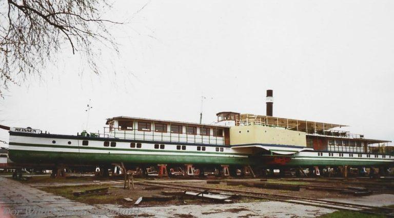 """PD """"Meissen"""" auf der Werft Laubegast, aufgenommen während der Werftführung - Aufnahmedatum: April 2001 - Bild von Thomas W. (eigenes Wasserzeichen """"Dor Willi @ Privatsammlung"""")"""