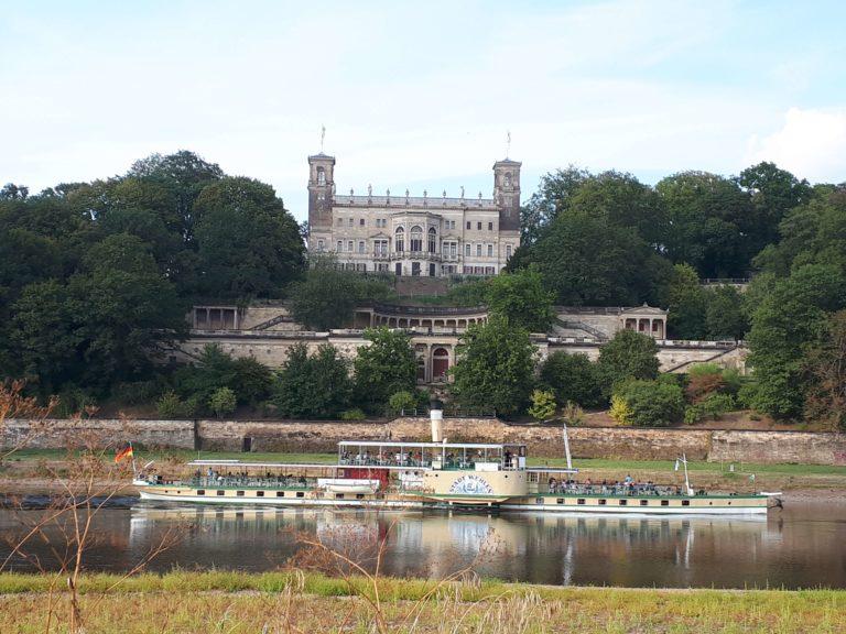 PD Stadt Wehlen vor dem Schloss Albrechtsberg Dresden