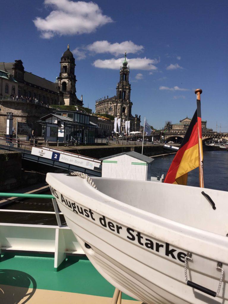 Terrassenufer mit Ticketstation in der Dresdner Altstadt