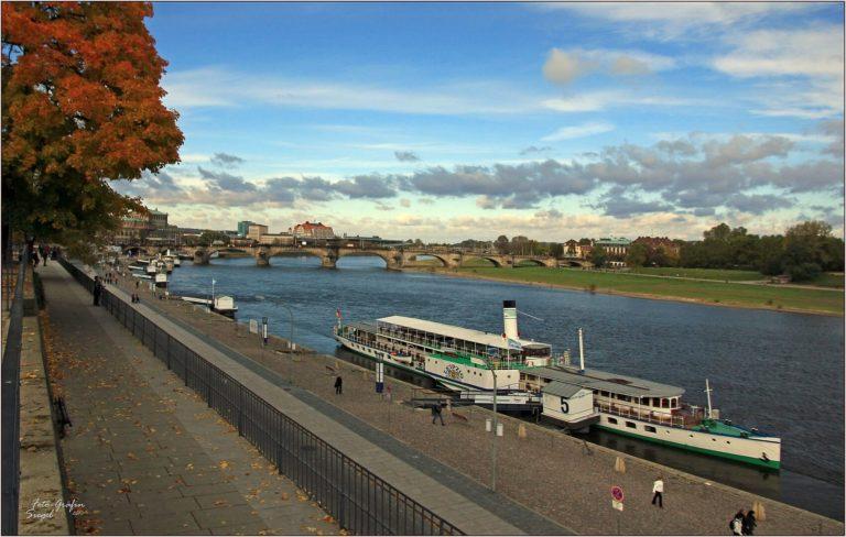 Herbst am Terrassenufer mit dem Dampfer Leipzig