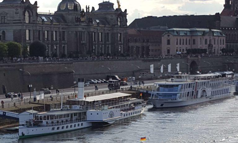 Blick auf das Terrassenufer Dresden mit dem PD Leipzig