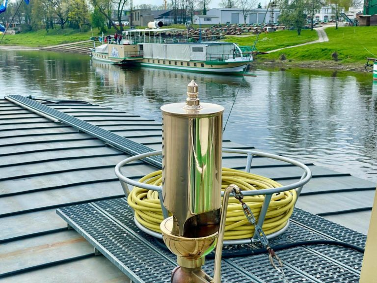 neue Dampfpfeife für PD Stadt Wehlen auf Probefahrt an der Werft